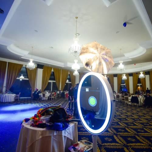 Magic Mirror by Funky Selfies